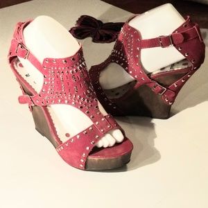 NOT RATED, WEDGE SHOE, 8.5